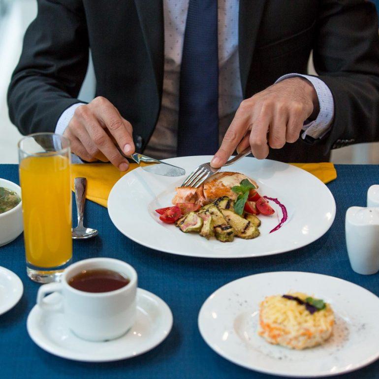 business-lunch-manzoni-bistro